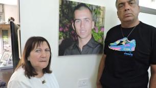 لا يوجد لدى زهافا وهرتسل شاؤول دليل قاطع على أن ابنها أورون قُتل بعد اختطافه من قبل حركة حماس في مدينة غزة في 20 يوليو، 2014. (JTA/Ben Sales)