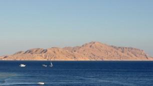 جزيرة تيران في خليج العقبة (CC BY 3.0 Wikipedia/Marc Ryckaert)