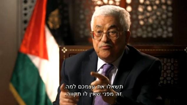 رئيس السلطة الفلسطينية محمود عباس خلال مقابلة مع القناة الثانية تم بثها في 31 مارس 2016 (screen capture)