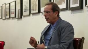 الكاتب الفلسطيني ربعي المدهون فاز بجائزة في شهر ابريل 2016 لروايته 'مصائر: كونشرتو الهولوكوست والنكبة' (Courtesy YouTube screen grab)