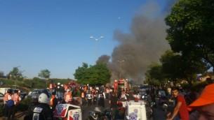 طواقم الطوارئ تصل إلى موقع إنفجار حافلة في القدس، 18 أبريل، 2016. (Ihud Hazalah spokesman)