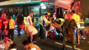 صورة توضيحية: حادث سير في انفاق الكرمل بالقرب من حيفا، 21 ابريل 2016 (United Hatzalah)