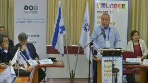 يوفال روتم من وزارة الخارجية الإسرائيلية يتحدث خلال مؤتمر الدبلوماسية الرقمية الدولي الاول في تل ابيب، 31 مارس 2016 (Courtesy Israel MFA)