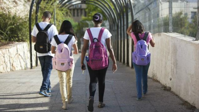 صورة توضيحية لطلاب مدرسة اسرائيليين، 27 اغسطس 2013 (Yossi Zamir/Flash90)