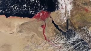 صورة فضائية لنهر النيل تسجل الاشعة تحت الحمراء تظهر النهر باللون الاحمر (Courtesy European Space Agency, April 2016)
