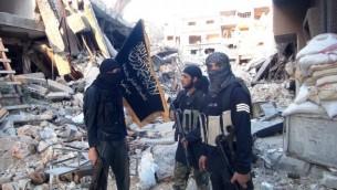 صورة توضيحية لمقاتلين من جبهة النصرة التابعة لتنظيم القاعدة بالقرب من دمشق، سوريا، في 22 سبتمبر، 2014. (AFP/Rami al-Sayed)