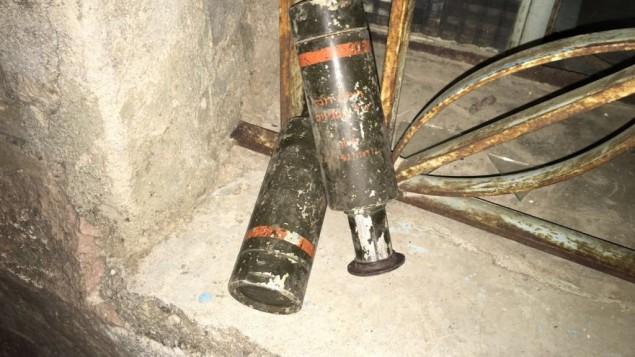 قنابل غاز مسيل للدموع تم اكتشافها من قبل قوات الأمن خلال مداهمات في الضفة الغربية للكشف عن أسلحة فلسطينية.  (المتحدث بإسم الجيش الإسرائيلي)