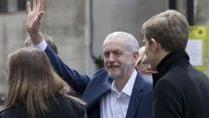 رئيس حزب العمال البريطاني المعارض جيرمي كوربين قبل لقائه بالرئيس الامريكي باراك اوباما في لندن، 23 ابريل 2016 (AFP/Justin Tallis)