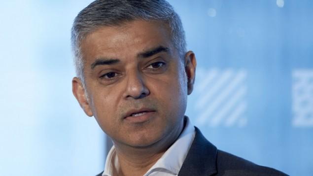 رئيس بلدية لندن الجديد الباكستاني الاصل صادق خان في لندن، 3 مايو 2016 (NIKLAS HALLE'N / AFP)