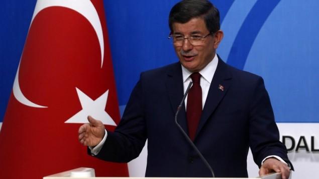 رئيس الوزراء التركي أحمد داود أوغلو خلال مؤتمر صحفي في انقرة، 5 مايو 2016 (ADEM ALTAN / AFP)