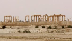صورة للرواق الكبير في مدينة تدمر الاثرية، 9 ابريل 2016 (AFP PHOTO / LOUAI BESHARA)