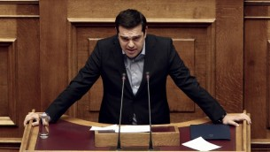 رئيس الوزراء اليوناني الكسيس تسيبراس في البرلمان، 8 مايو 2016 (ANGELOS TZORTZINIS / AFP)