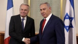 رئيس الوزراء بنيامين نتنياهو يلتقي بوزير الخارجية الفرنسي جان مارك ايرولت في مكتب رئيس الوزراء في القدس، 15 مايو 2016 (MENAHEM KAHANA / AFP POOL / AFP)