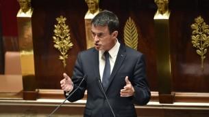 رئيس الوزراء الفرنسي مانويل فالس في البرلمان في باريس، 10 مايو 2016 (AFP/ERIC FEFERBERG)