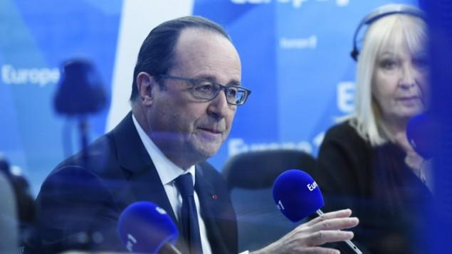 الرئيس الفرنسي فرنسوا هولاند يتحدث خلال برنامج إذاعي صباحي على إذاعة 'أوروبا 1' في 17 مايو، 2016 في باريس. (AFP/POOL/MIGUEL MEDINA)