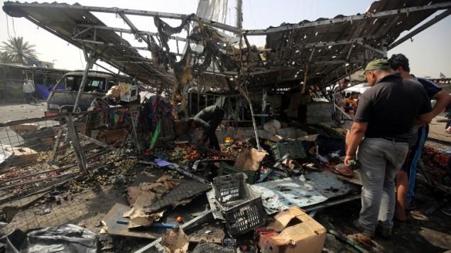 الحطام بعد تفجير انتحاري في شمال بغداد، 17 مايو 2016 (AHMAD AL-RUBAYE / AFP)