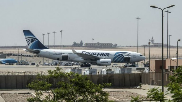 طائرة تابعة لشركة 'مصر للطيران' في مطار القاهرة الدولي، 19 مايو 2016 (KHALED DESOUKI / AFP)
