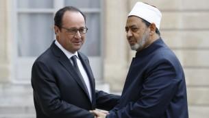 الرئيس الفرنسي فرنسوا هولاند يلتقي بشيخ الازهر احمد الطيب في باريس، 24 مايو 2016 (PATRICK KOVARIK / AFP)