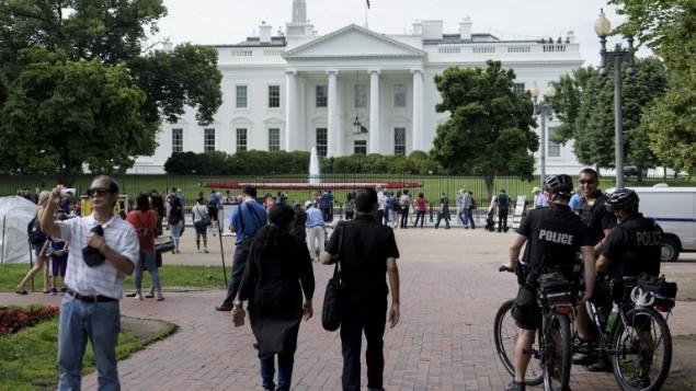 عناصر الامن الرئاسي امام البيت الابيض في واشنطن، 30 مايو 2016 (BRENDAN SMIALOWSKI / AFP)