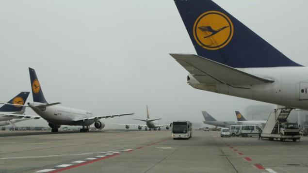 صورة توضيحية: طائرات شركة لوفتهانزا في مطار فرانكفورت في ألمانيا. (Kobi Gideon/Flash90)