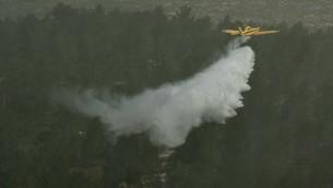 صورة توضيحية لطائرة اطفاء حرائق اسرائيلية، 29 مارس 2012 (Omer Miron  FLASH90)