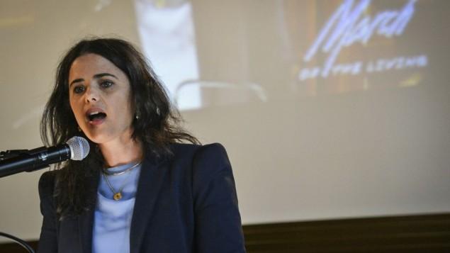 """وزيرة العدل، أييليت شاكيد، خلال كلمة لها في مؤتمر """"كاركوف""""، قبيل إنطلاق """"مسيرة الحياة""""، التي يتم إجراؤها في يوم ذكرى المحرقة، في بولندا، 3 مايو، 2016. (Yossi Zeliger/Flash90)"""