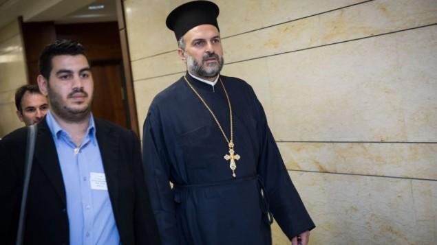 الأب جبرائيل نداف، من اليمين، في الكنيست في 9 مايو، 2016. (Hadas Parush/Flash90)