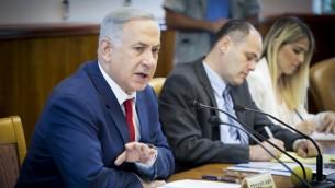 رئيس الوزراء بينيامين نتنياهو يترأس الجسلة الأسبوعية للحكومة في مكتب رئيس الوزراء في القدس، 15 مايو 2016 (Emil Salman/POOL)