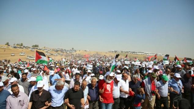 """آلاف المشاركين من عرب إسرائيل في """"مسيرة العودة"""" في النقب، 12 مايو، 2016. (القائمة المشتركة)"""