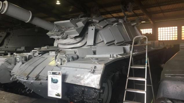 الدبابة الإسرائيلية من معركة السلطان يعقوب في عام 1982 خلال حرب لبنان الأولى معروضة في متحف في موسكو. (Courtesy GPO)