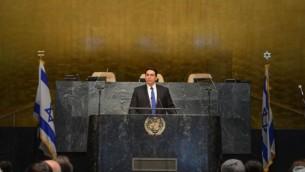 السفير الإسرائيلي الى الامم المتحدة داني دانون يتحدث خلال مؤتمر ضد حركة المفاطعة امام الجمعية العامة في 31 مايو 2016 (Shahar Azran)