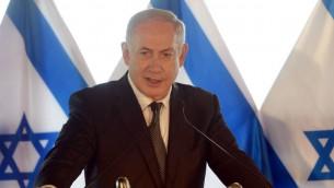 رئيس الوزراء بينيامين نتنياهو يعلن عن اتفاق المصالحة بين إسرائيل وتركيا، الإثنين، 27 يونيو، 2016 (Amos Ben-Gershom/GPO)