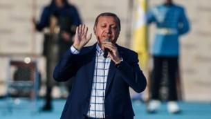 الرئيس التركي رجب طيب أردوغان يتحدث خلال تظاهرة لإحياء الذكرى ال563 لسيطرة الجيش العثماني على إسطنبول، إسطنبول، 29 مايو، 2016. (AFP/OZAN KOSE)
