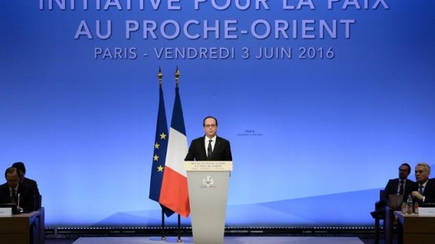 الرئيس الفرنسي فرنسوا هولاند يتحدث خلال الإجتماع الوزاري في محاولة لإحياء عملية السلام بين الإسرائيليين والفلسطينيين، في باريس، 3 يونيو، 2016. (AFP PHOTO / POOL AND AFP PHOTO / STEPHANE DE SAKUTIN)