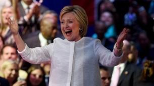 المرشحة الديمقراطية لرئاسة الولايات المتحدة اثناء الاحتفال بنسلها ترشيح الحزب في نيويورك، 7 يونيو 2016 (AFP / TIMOTHY A. CLARY)