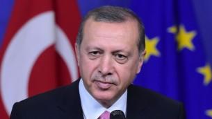 الرئيس التركي رجب طيب أردوغان في المفوضية الأوروبية في بروكسل، 5 أكتوبر، 2015. (AFP//Emmanuel Dunand)