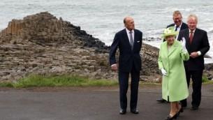 الملكة اليزابيث الثانية خلال زيارة الى ايرلندا الشمالية (28 يونيو 2016 (PAUL FAITH / AFP)
