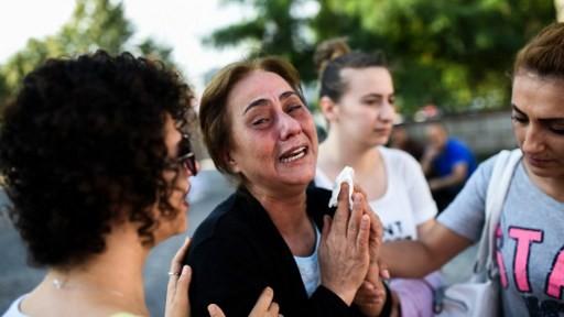 والدة ضحايا قُتلوا في اليوم السابق في التفجير الانتحاري في مطار اتاتورك في اسطنبول، 29 يونيو 2016 (AFP PHOTO / BULENT KILIC)