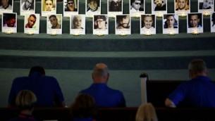 قداس على أرواح ضحايا هجوم إطلاق النار في نادي 'بالس' الليلي في الكنيسة المعمدانية في شارع ديلاني، 15 يونيو، 2016، في مدينة  أورلاندو بولاية فلوريدا. ( Drew Angerer/Getty Images/AFP)