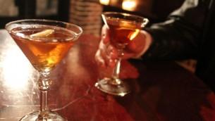 صورة توضيحية لمشروبات كحولية (CC BY-SA Quinn Dombrowski, Flickr)