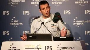 رئيس الإستخبارات العسكرية الميجر جنرال هرتسل هليفي في كلمة ألقاها خلال مؤتمر هرتسيليا في المركز متعدد المجالات في هرتسليا، 15 يونيو، 2016. (Adi Cohen Zedek)