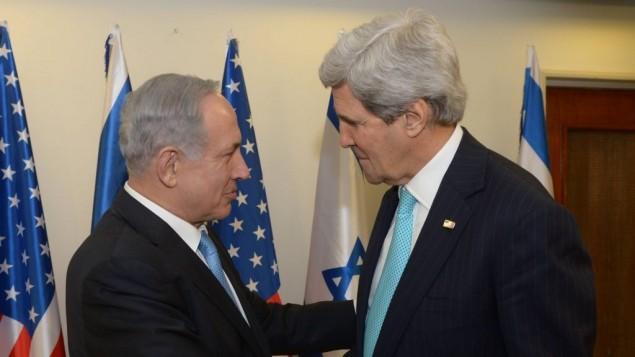 رئيس الوزراء بينيامين نتيناهو ووزير الخارجية الأمريكي جون كيري في القدس، 31 مارس 2014 (Amos Ben Gershom/ GPO/Flash90)
