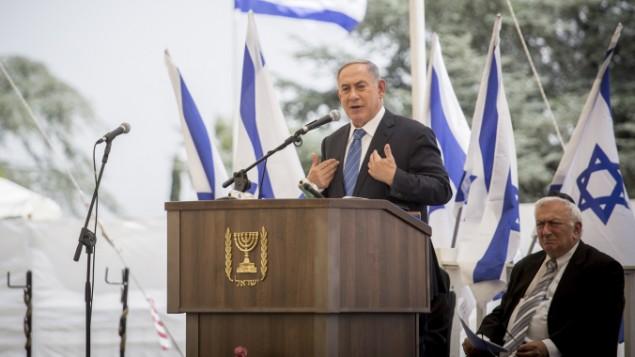 رئيس الوزراء بينيامين نتنياهو يتحدث في مراسم تذكارية في جبل هرتسل في القدس، 5 يونيو، 2016. (Hadas Parush/Flash90)