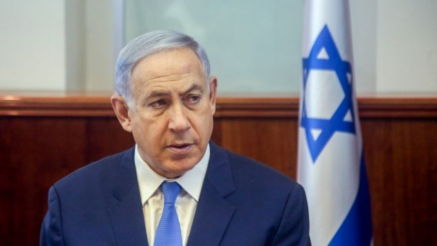 رئيس الوزراء بنيامين نتنياهو يترأس الجلسة الأسبوعية للحكومة في مكتب رئيس الوزراء في القدس، 13 مارس، 2016 (Marc Israel Sellem/POOL)