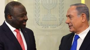 رئيس الوزراء بينيامين نتنياهو ودكتور لاسينا زيربو، السكرتير التنفيذي لمنظمة معاهدة حظر الإختبارات النووية الشاملة، في القدس، 20 يونيو، 2016. (Kobi Gideon/GPO)