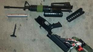 """بندقية """"ام-16"""" تم العثور عليها في صندوق سيارة فلسطينية في 19 يونيو، 2016. (وحدة المتحدث بإسم الشرطة)"""