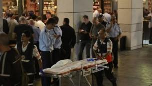 موقع الهجوم في مجمع سارونا في تل أبيب، 8 يونيو، 2016. (Judah Ari Gross/Times of Israel)