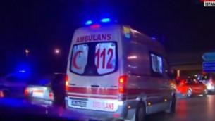 سيارة اسعاف في ساحة هجوم انتحاري مزدوج في مطار اتاتورك الدولي في اسطنبول، 28 يونيو 2016 (screen capture: YouTube)