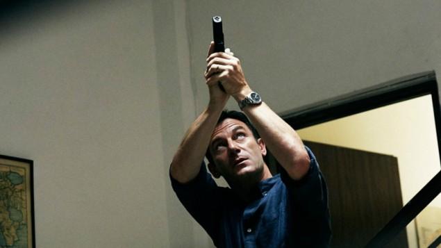 """جيسون ايزاك يلعب دور بيتر كونلي في مسلسل """"Dig"""" عام 2015 (NBC Universal via JTA)"""