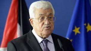 رئيس السلطة الفلسطينية محمود عباس يتحدث مع الصحافة في مقر مفوضية الإتحاد الأوروبي في بروكسل، 22 يونيو، 2016.  (AFP PHOTO / THIERRY CHARLIER)